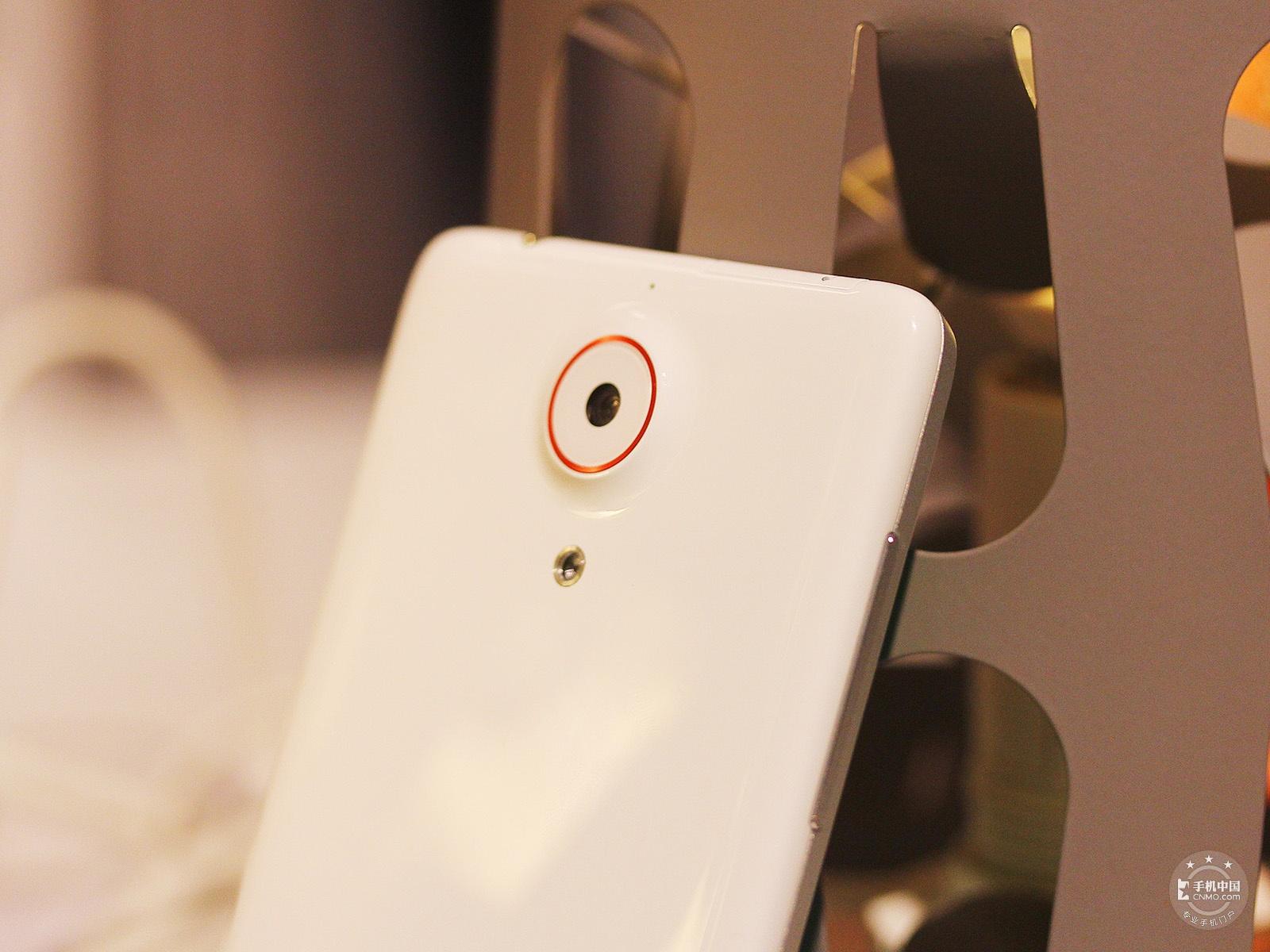 努比亚Z5(32GB)机身细节第2张