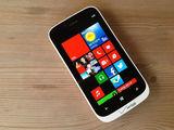 诺基亚Lumia 822整体外观第2张图